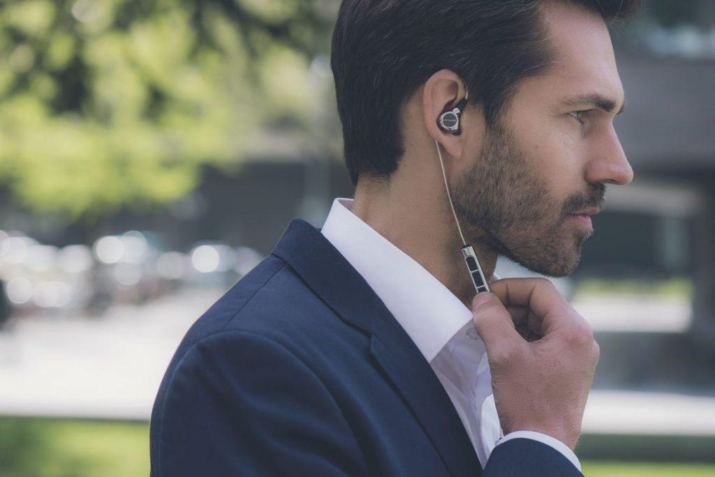 ကမာၻ႔ေစ်းအႀကီးဆံုး Bluetooth နားက်ပ္