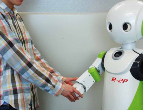 Mask တပ်ဖို့နဲ့ Social distancing အတွက် စက်ရုပ်ကို အသုံးပြုနေတဲ့ ဂျပန်စတိုးဆိုင်